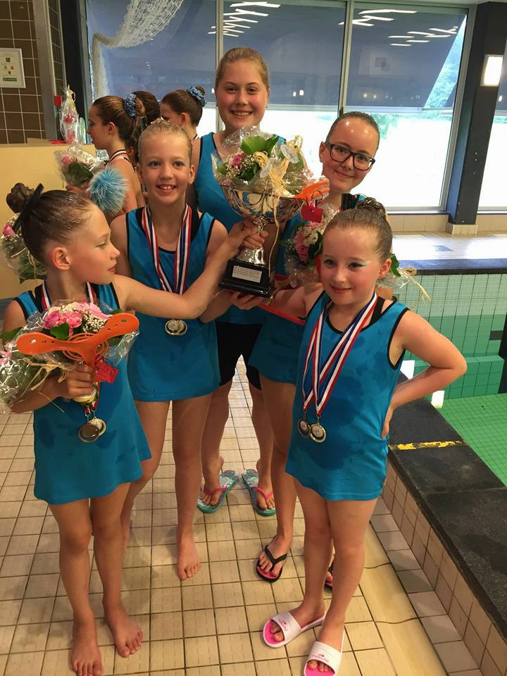 Top prestaties tijdens het NK synchroonzwemmen mini's
